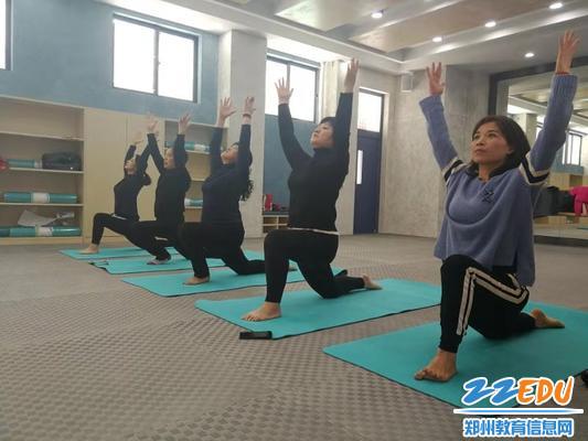 4标准的瑜伽动作