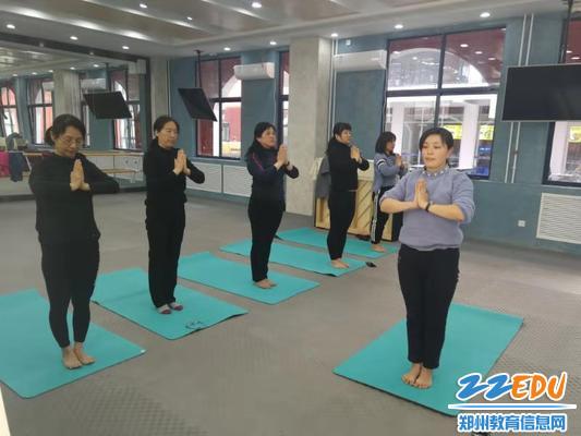 6标准的瑜伽动作
