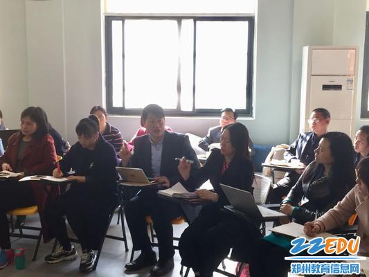 4 华东师范大学张俊华博士对学校名班主任工作室给出了一些宝贵建议