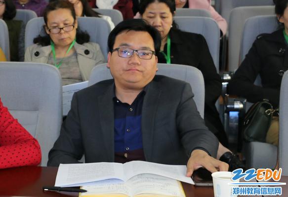 巩义市子华初级中学的李五民校长_看图王
