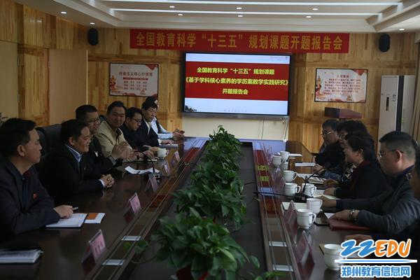 韦德体育校长李玉国代表学校热烈欢迎评议组专家