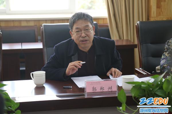 河南省教育科学规划领导小组办公室主任郭郑州副研究员现场引导