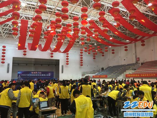 0.郑州市青少年机器人竞赛在郑州科技学院举行 - 副本