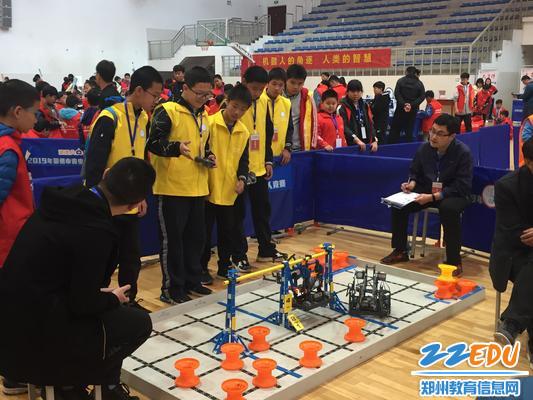 1.郑州八中获得郑州市青少年机器人竞赛VEX-IQ项目冠军