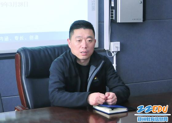 学校教务处主任张发庆讲话