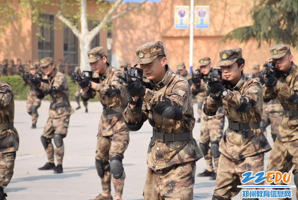 防空战术方队展演
