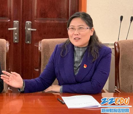 李宇红对督导组专家的敬业态度表示敬意,对学校未来三年的发展作表态发言