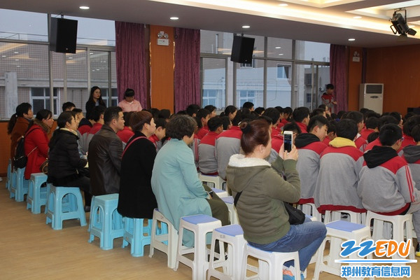 复件 学生家长主动来到学校参加课程