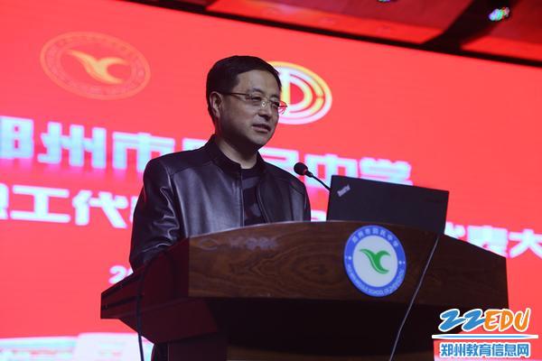 郑州市总工会教科文卫体工会主任郑建华到会发表热情洋溢的讲话