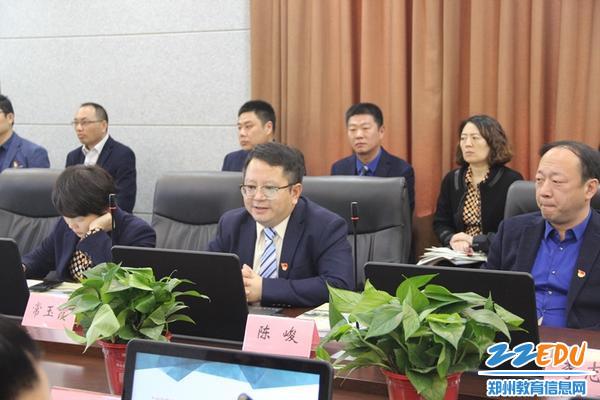 陈峻校长代表学校作三年规划实施自评报告