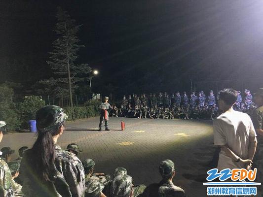 刘兵老师带领学生参加社会实践活动