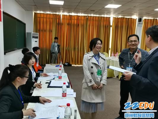 13郑州市教育局职成教处副处长钟海云了解赛事进程