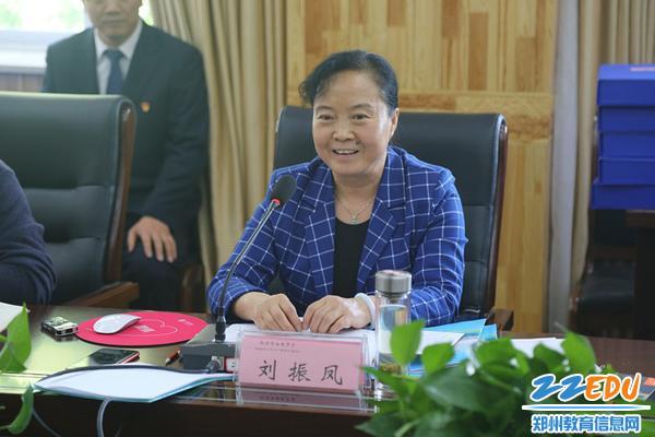 评估组组长刘振凤对督导情况进行反馈