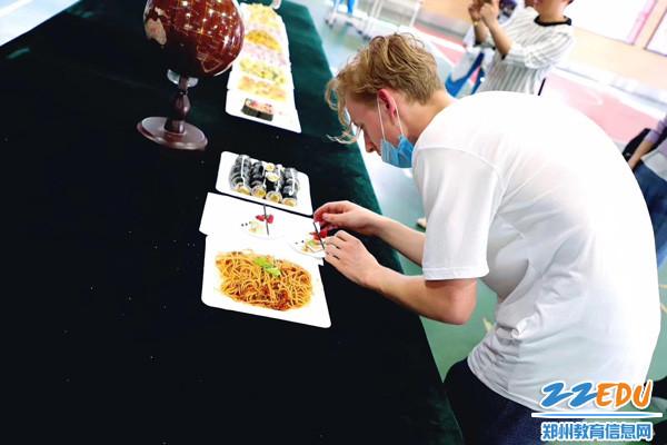 美食节-新西兰学生制作中西方千层饼1
