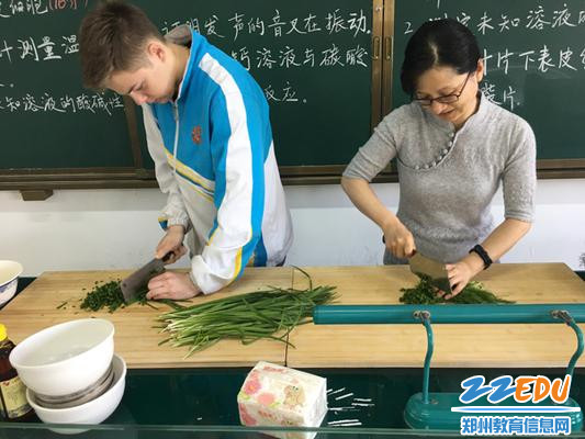 美食节-德国约瑟夫和朱老师共做饺子1