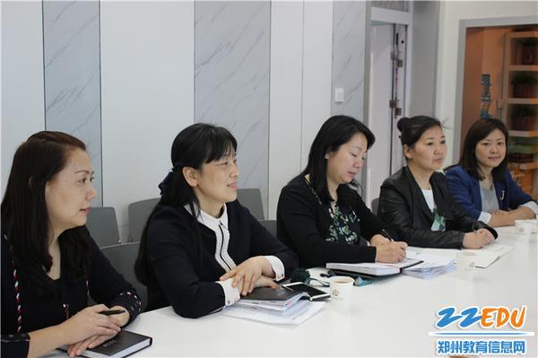 3.郑州市教工幼儿园中层干部认真聆听专家指导