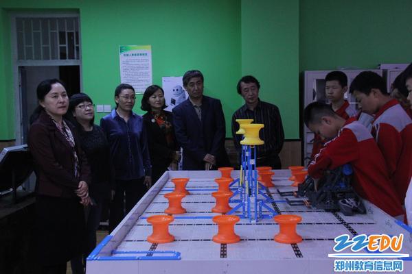 参观机器人社团
