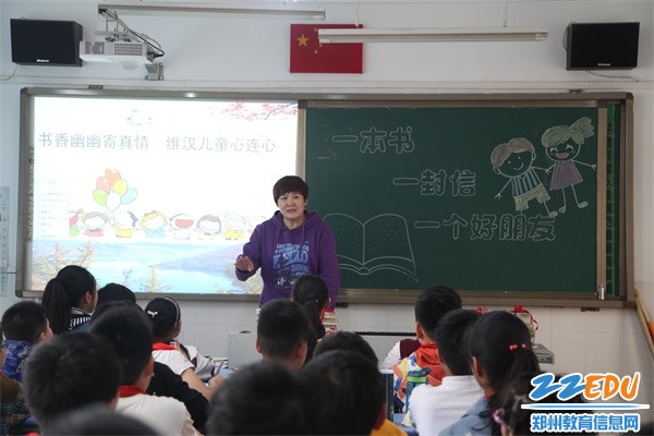 志愿者杨子老师对同学们表示感谢