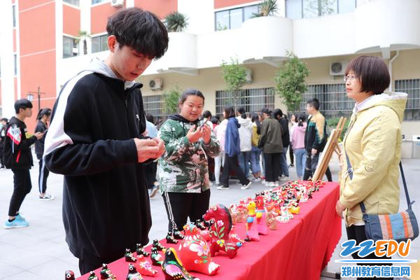 1 郑州市金融学校举办非物质文化遗产成果展示、展演活动