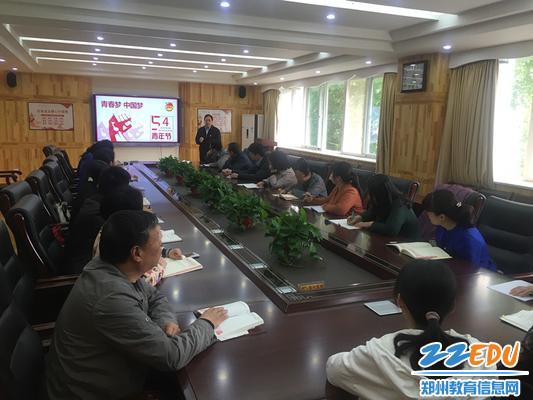 韦德体育党委书记崔振在综合楼会议室为支委委员上党课