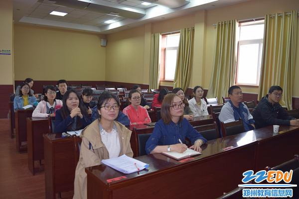 青年教师代表收看纪念五四运动100周年实况转播