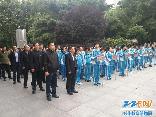 6校領導班子及同學們參加升旗儀式