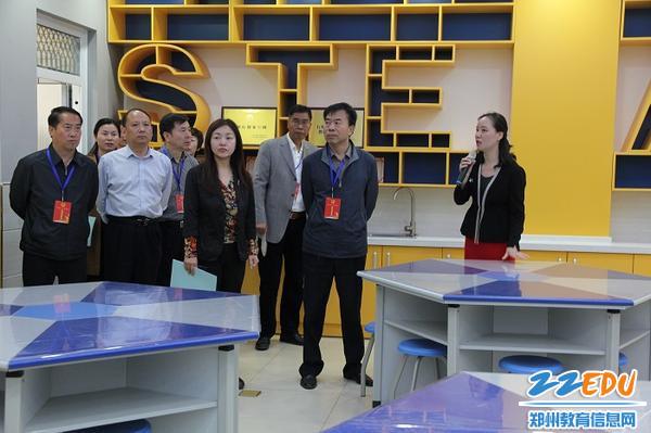 3执法检查组来到郑州市实验小学