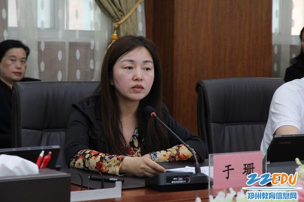6中原区政府副区长于珊针对中原区人民政府贯彻执行《中华人民共和国义务教育法》的情况作了详细汇报