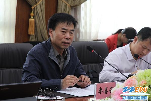 7中原区人大常委会委员、党组成员李喜安对中原区教育提出希望