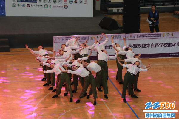 普通中学艺术表演舞第一名(芳华)