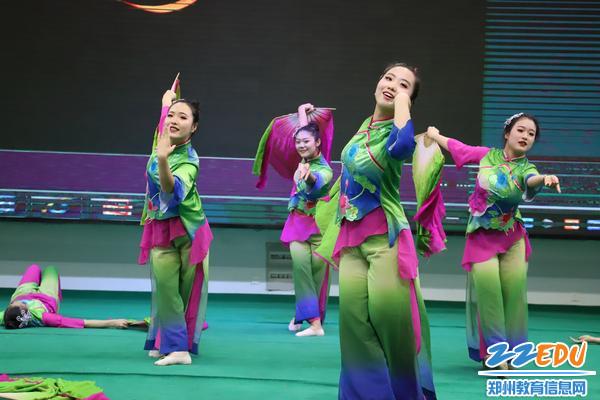 5舞蹈《咏荷》
