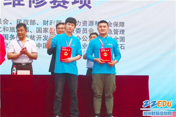 1选手张翰汛、李晓博获得国赛电气安装与维修赛项一等奖