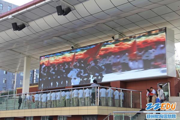 郑州八中举行十四岁集体生日典礼暨少先队退队仪式