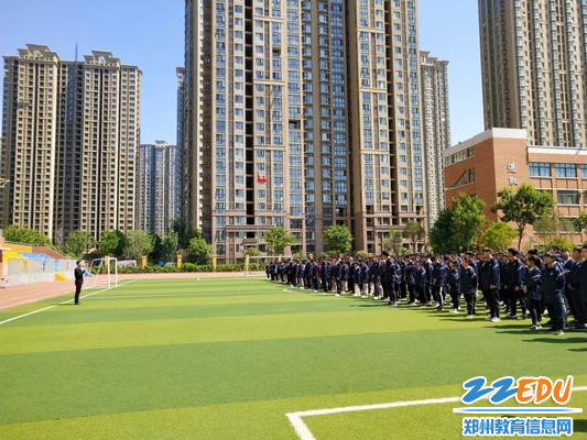 郑州高新区实验中学安保处主任陈永贵讲解防溺水知识