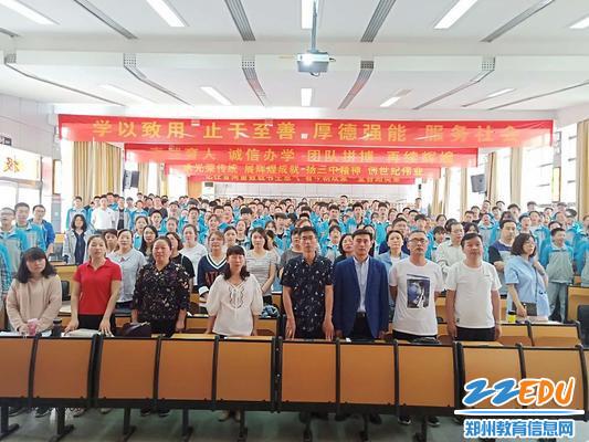 《光荣啊,中国共青团》,唱出青年学子的豪迈