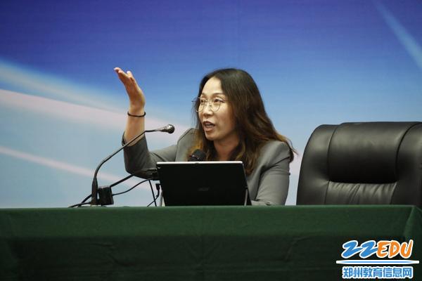 中国科学院曹霞教授做科普讲座