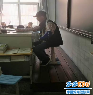 郑州市第二十四中学——张汉亮,带病上课,不耽误学生一节课