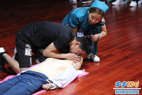 5.学生学习人工呼吸急救技术