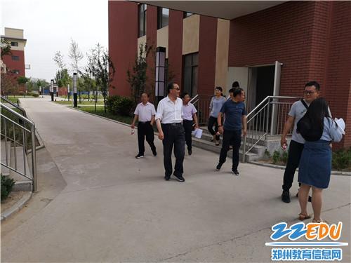 河南省装备中心专家莅临中牟县寿圣街小学