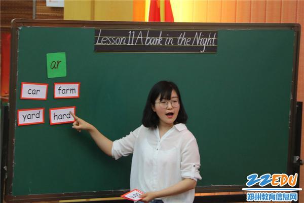 图片2-陈莉莉老师在上课