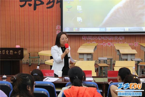图片5-北京外国语大学典范英语课题组专家连艳普老师点评