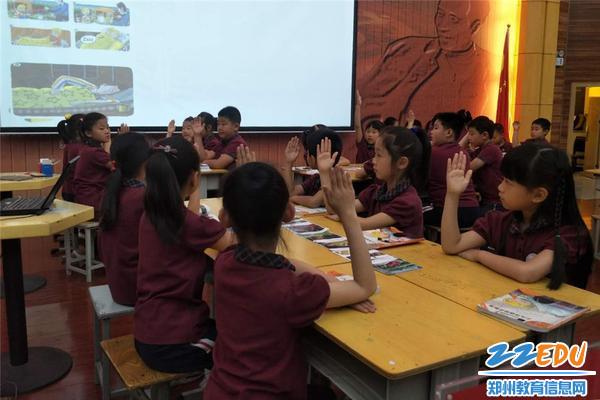 图片7-孩子们在课堂上