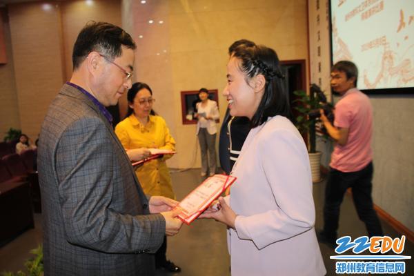 郑州市科教文卫体工会郑建华主任