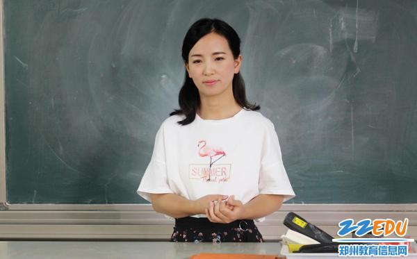 2贺晶晶老师召开《14岁青春礼》主题班会