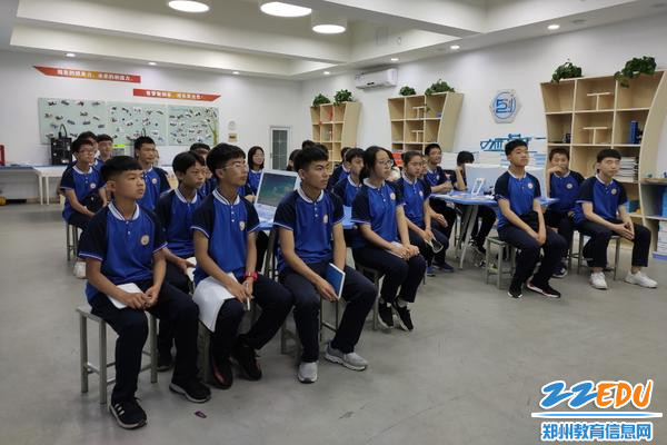 004  老师们声情并茂的讲解深深吸引了同学们的注意力,现场气氛十分活跃