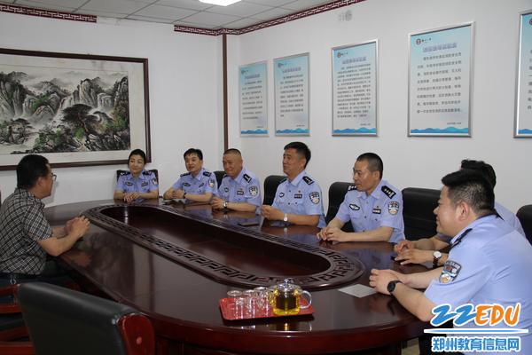 郑州市公安局金水路分局一行来到郑州八中开展慰问活动