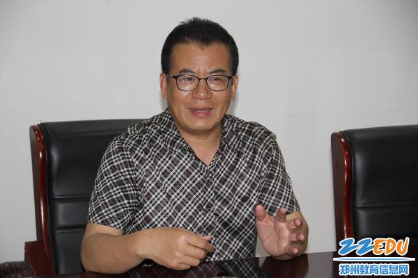 郑州八中校长郅广武畅谈学校体育建设