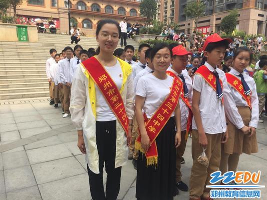 2.三十四中党员代表和师生参加活动