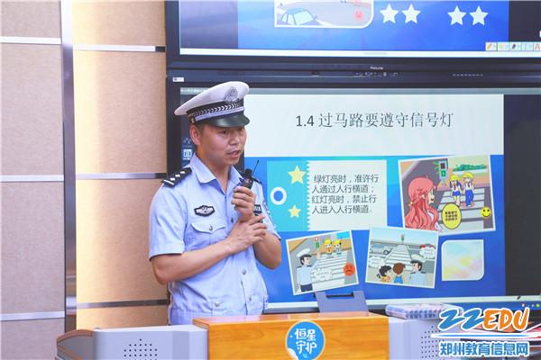 6交警五队宣传指导员胡庆江进行安全教育宣讲
