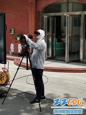 郑州八中岳春成老师为大家录下这美好的画面